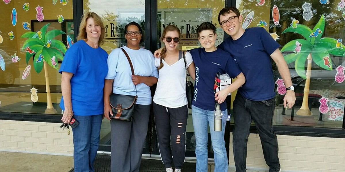 A team from an independent advisor branch in Reston, Virginia painted the Herndon Neighborhood Resource Center.